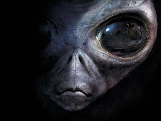 «Истина где-то рядом»: где чаще всего встречали НЛО и что держали от нас в секрете?  (11 фото + 3 видео)