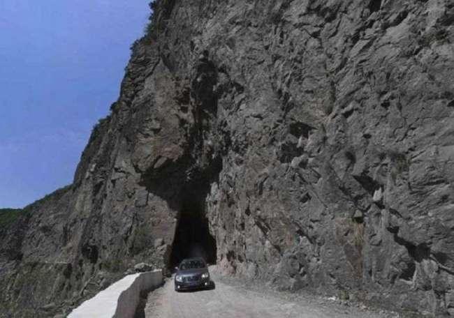 Китайская горная дорога, которую строили на протяжении 50 лет (6 фото)