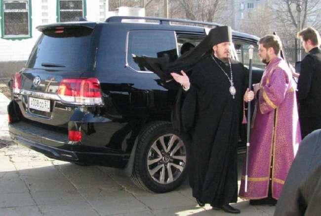 Епископ Никарий из Орловской митрополии получил в подарок внедорожник Toyota Land Cruiser за 6 млн рублей (2 фото)