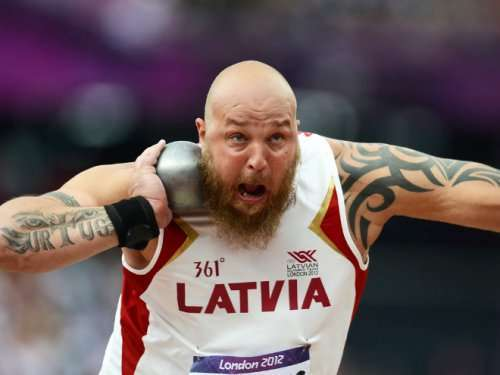Забавные лица спортсменов во время толкания ядра (16 фото)