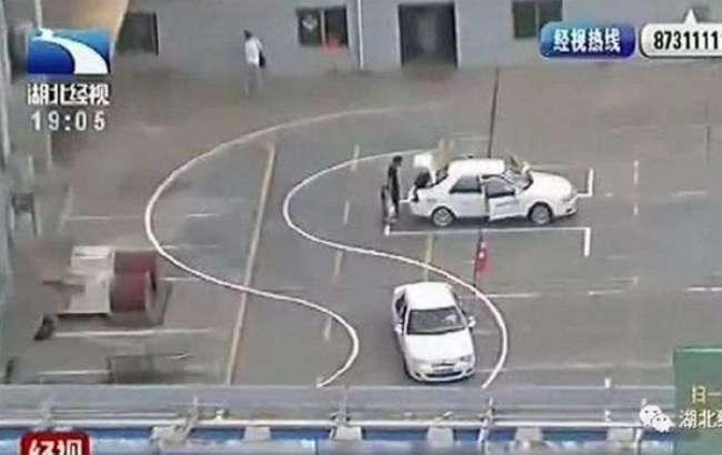 В Китае закрыли опасную автошколу (3 фото)