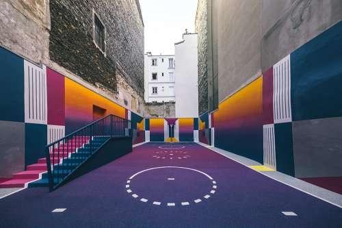 Необычная баскетбольная площадка в Париже (9 фото)