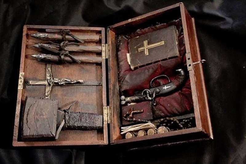 Комплекты для охоты на вампиров (10 фото)