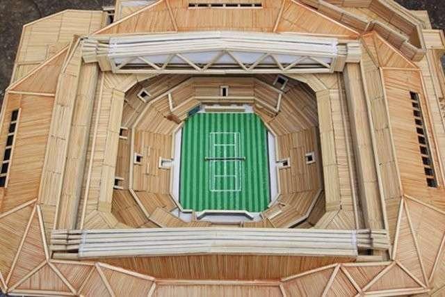 Теннисный фанат потратил 1600 часов на создание Центрального корта Уимблдона из 12 тысяч зубочисток (4 фото)