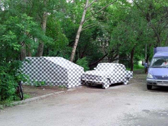 Гараж и авто в клеточку — новый арт-объект Екатеринбурга (4 фото)