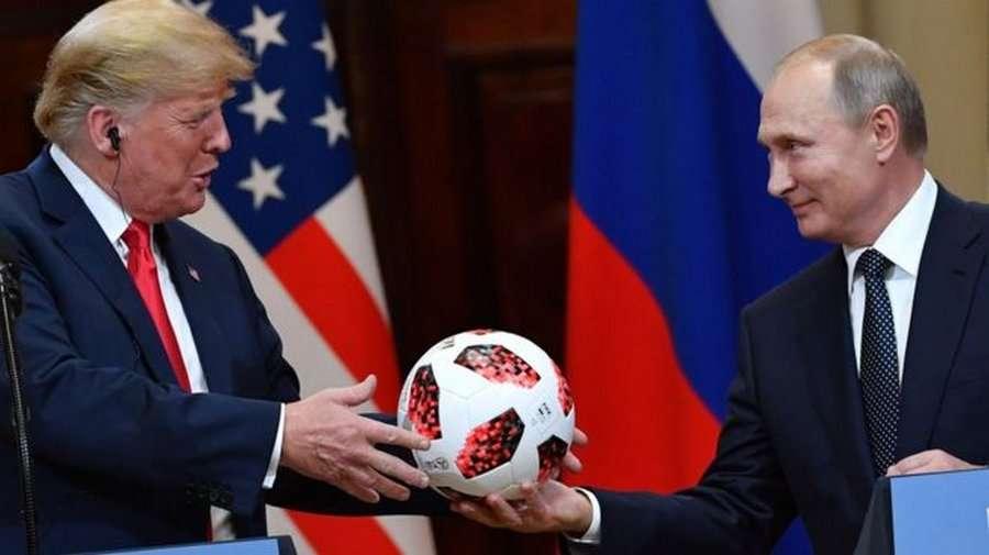 Путин подарил Трампу на саммите мяч с чипом!