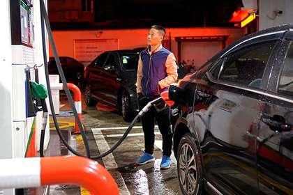 В Китае в пятый раз с начала года подешевел бензин