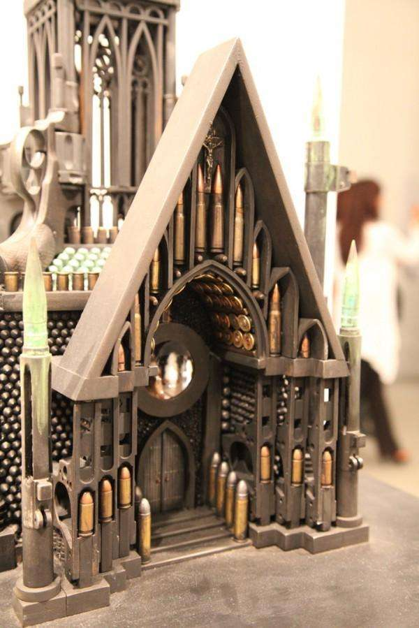 Архитектура религии из оружия и пуль (26 фото)