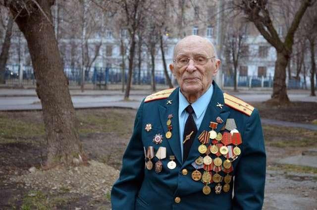 УК в Казани при помощи коллекторов пыталась «выбить долги» у 92-летнего ветерана (4 фото)