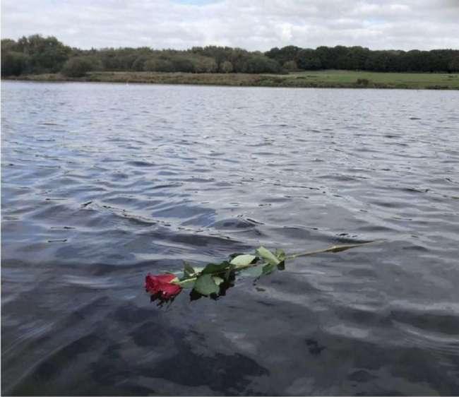 Записка у озера с невероятно трогательной историей