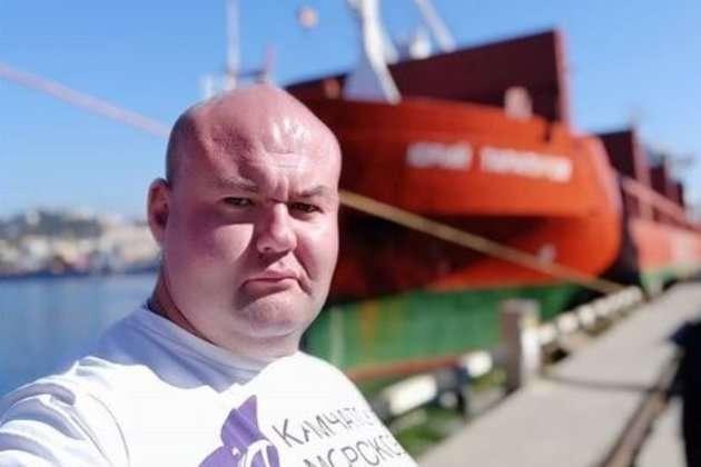 Российский силач сдвинул теплоход весом в 11 тысяч тонн