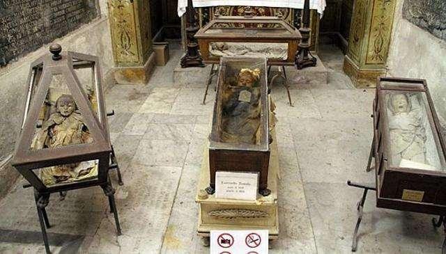 Жуткое кладбище в Италии – Катакомбы капуцинов (28 фото)