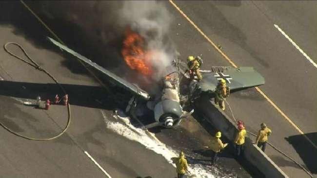 На калифорнийское шоссе упал истребитель Luftwaffe (5 фото)