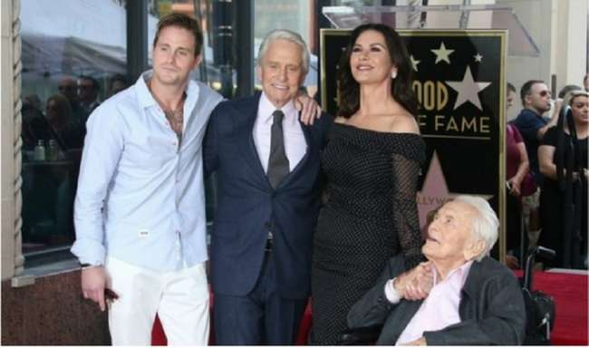 Майкл Дуглас получил именную звезду на «Аллее славы» в Голливуде