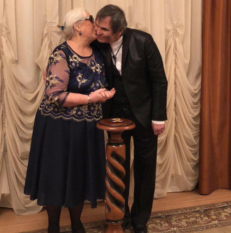 Бари Алибасов и Федосеева-Шукшина сыграли свадьбу