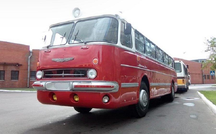 Энтузиасты превратили старый Ikarus 55 Lux из бытовки в конфетку