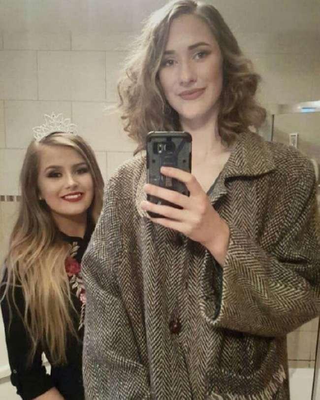 Девушку в школе дразнили жирафом из-за высокого роста, а она стала моделью