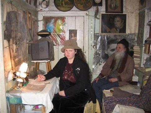Супруги из Макеевки 16 лет не моются и не стригут волосы (3 фото)