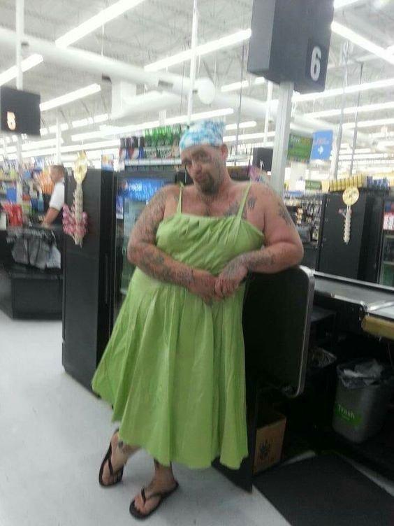 Walmart научит вас, как правильно наряжаться для похода в магазин