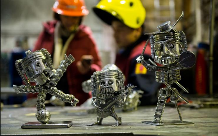 -У детей сварщика игрушки суровые-: как уральский папа Карло делает фигурки из металлолома