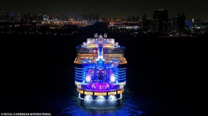 Как выглядит самый большой в мире круизный лайнер (12 фото)