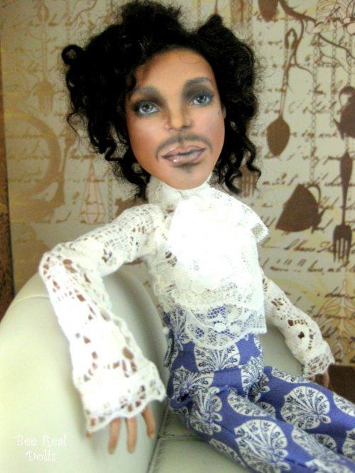 Английская художница превращает обычные куклы в знаменитостей и персонажей фильмов (20 фото)