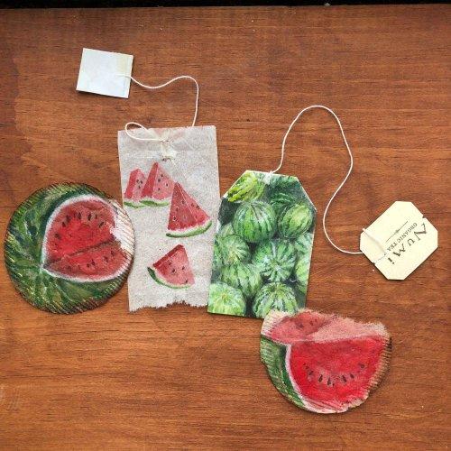 Художница рисует картины на использованных чайных пакетиках (13 фото)