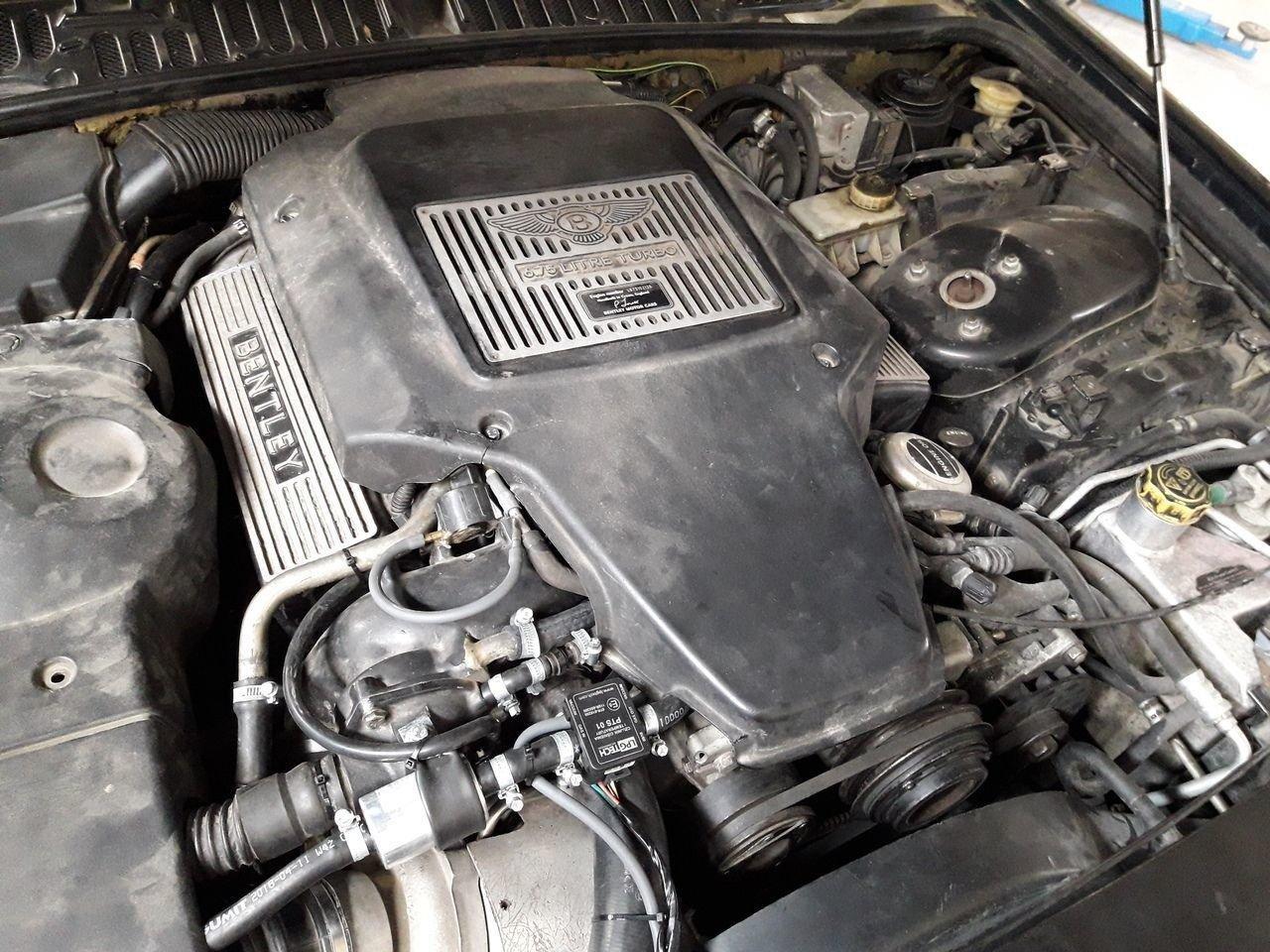 Богатые тоже плачут: роскошный Bentley на газу