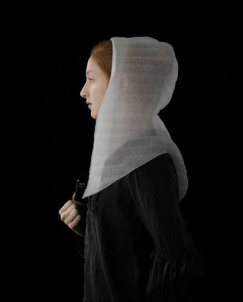 Художница воссоздаёт голландские картины эпохи Возрождения с помощью упаковочного материала (17 фото)