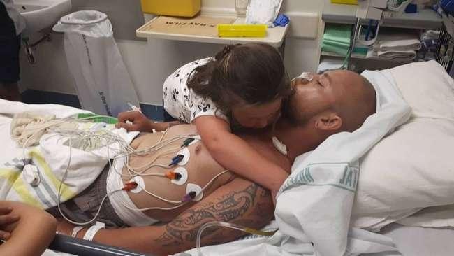 Отцу, умирающему вдали от семьи, собрали деньги, чтобы он успел обнять дочь