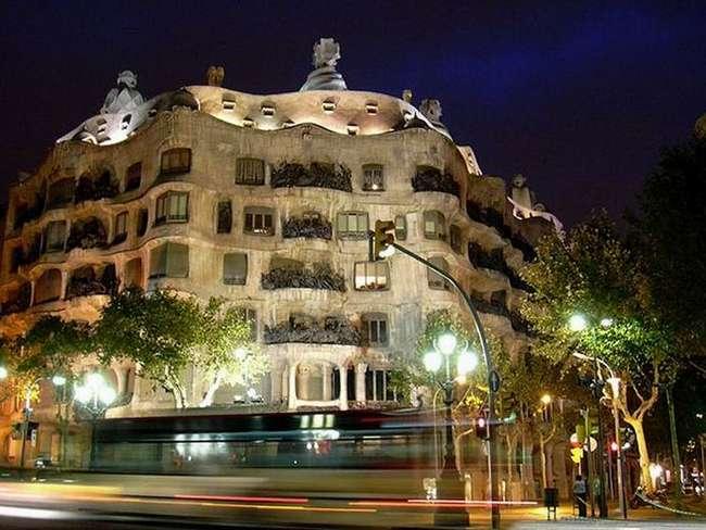 Странные здания со всего мира (12 фотографий)