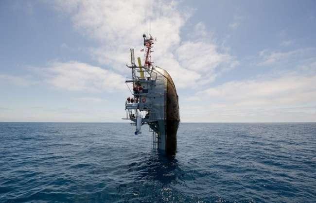 Специфический корабль, главная задача которого — «тонуть» (5 фото + видео)