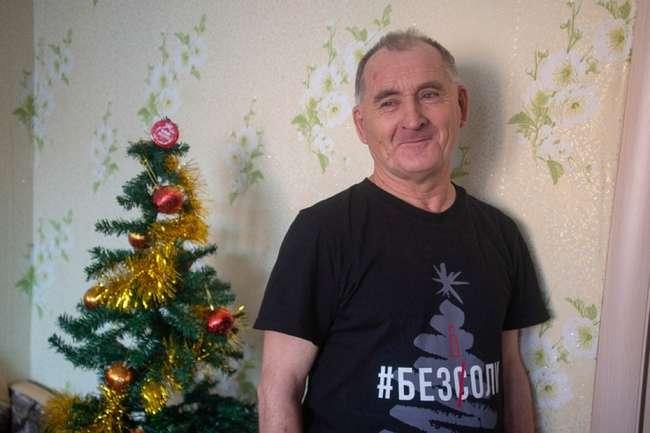 Компания из Новосибирска заплатила 25 тысяч дедушке, который обругал матом новогоднюю ёлку