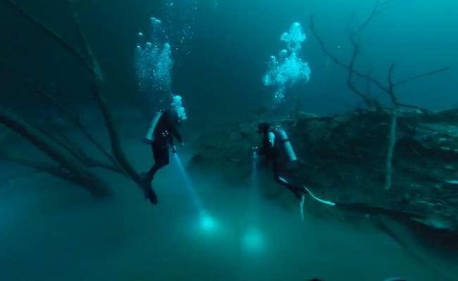 Река, протекающая под водой (5 фото)