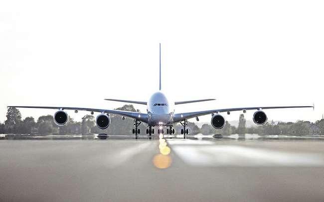 А что это за тявкающие звуки раздаются из-под пола самолета во время руления?
