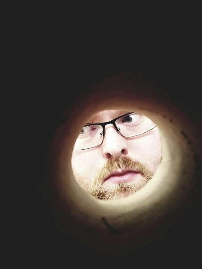 Сфотографируйся через втулку от рулона туалетной бумаги и сделай вид, что ты Луна
