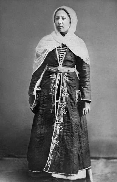 Поединки, кабацкие пляски и погони за священником: Как выглядит женский день у разных народов