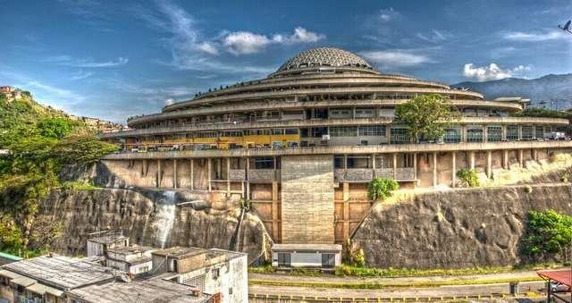 Как выглядит торговый центр в Венесуэле, ставший тюрьмой