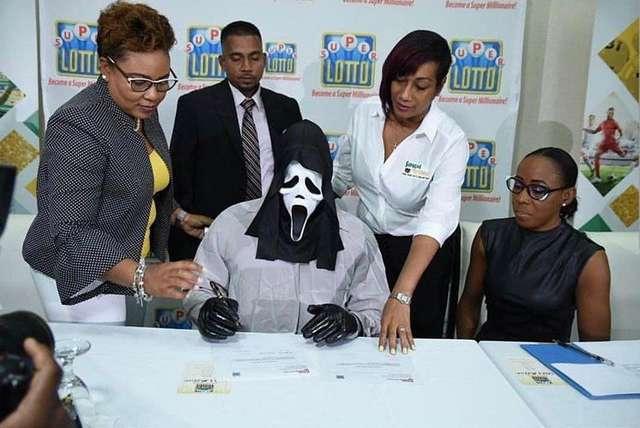 Как на Ямайке забирают джек-поты, сорванные в лотерее