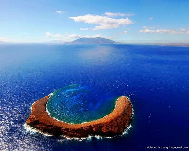 7 самых удивительных вулканических кратеров (15 фото)