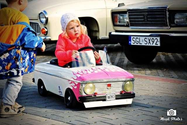 Отец превратил педальный -Москвич- в крутой хот-род для своей дочери