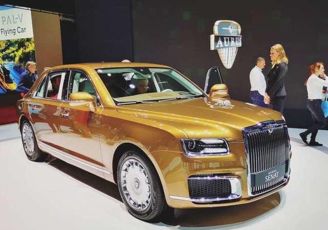 На Женевском автосалоне представили золотой «Кортеж» от Aurus (7 фото)