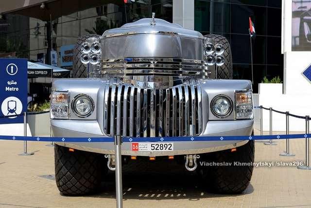 Десятиколесный джип-локомотив Dhabiyan для шейха
