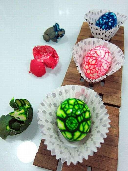 Оригинальный способ покрасить яйца (11 фото)