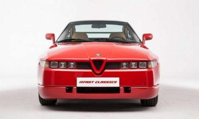 Где же находится запасное колесо у Alfa Romeo SZ?
