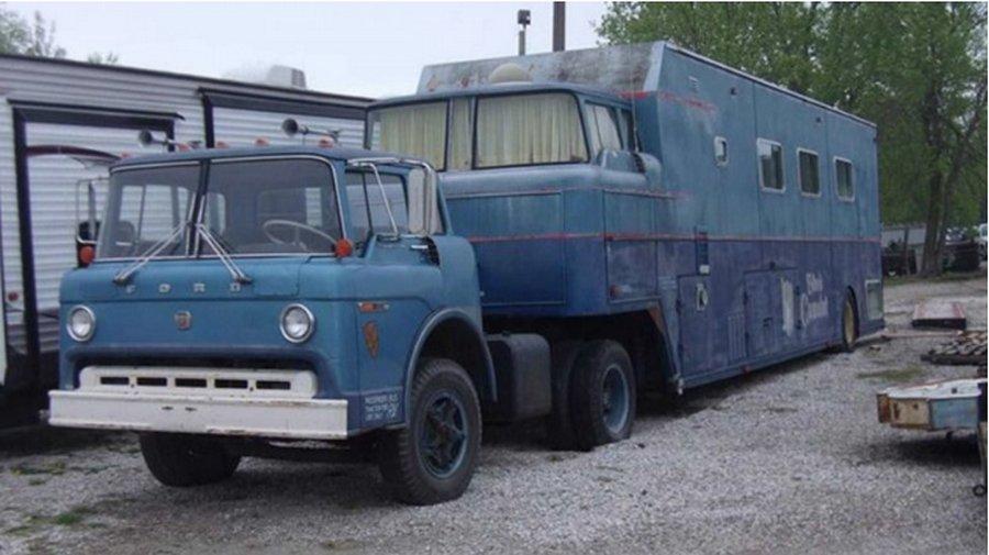 Шикарный &171;дом на колесах&187; прямиком из 1970-х годов
