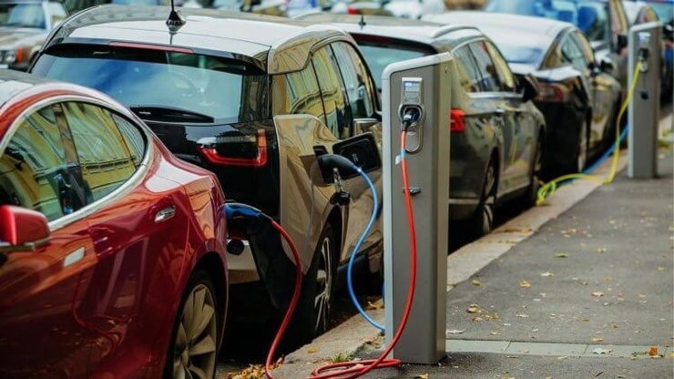 Электромобили будут дешевле обычных авто уже в 2022 году (3 фото)