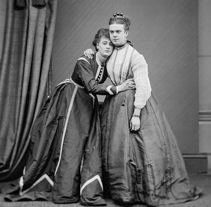 Бородатые леди иженщины-священники: Зачем мужчины иженщины менялись одеждой для фотографий вXIX веке