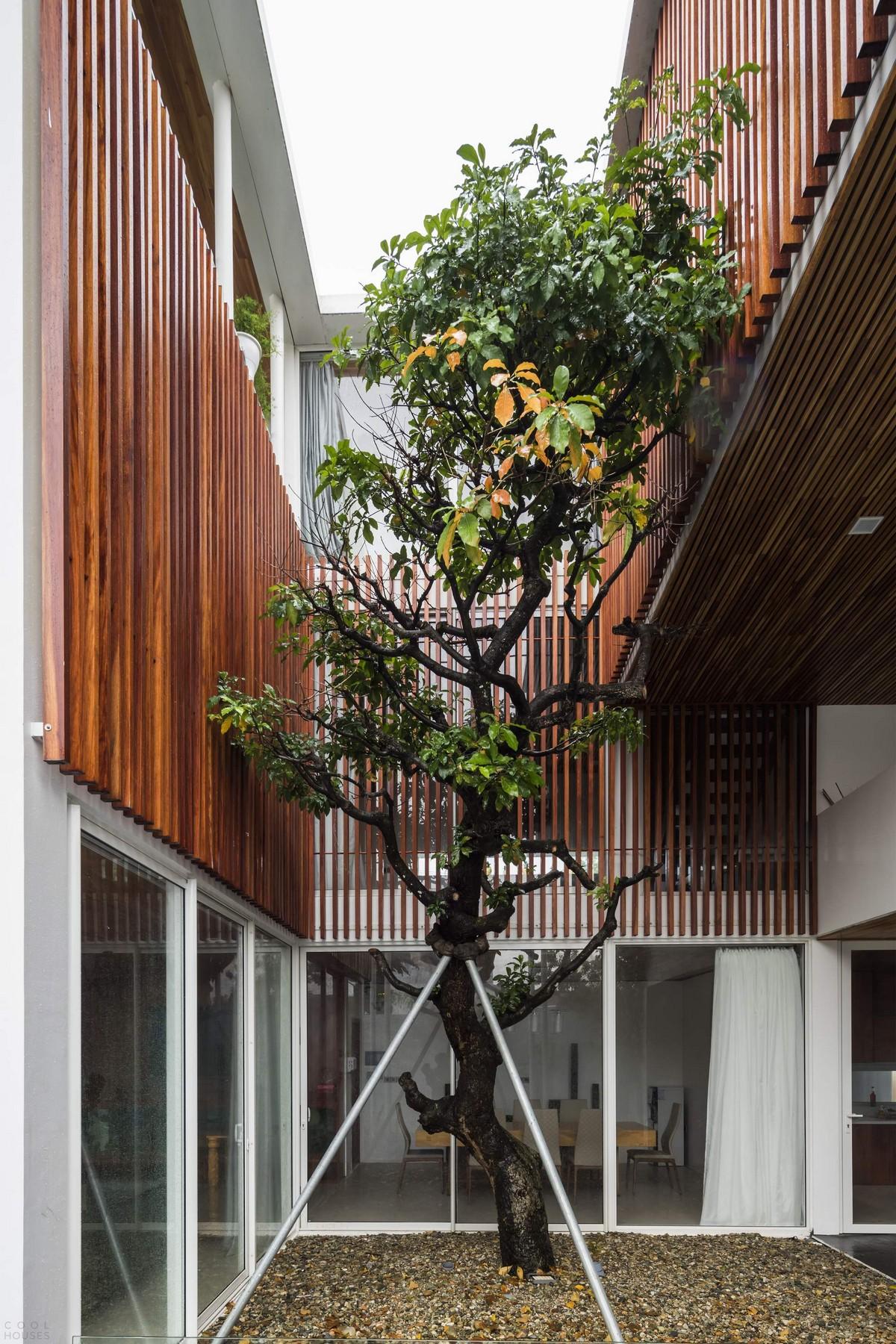 Семейный дом с внутренним садом во Вьетнаме
