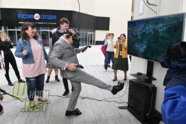Дмитрий Киселёв воспользовался виртуальной реальностью и стал героем фотожаб ( 11 фото )
